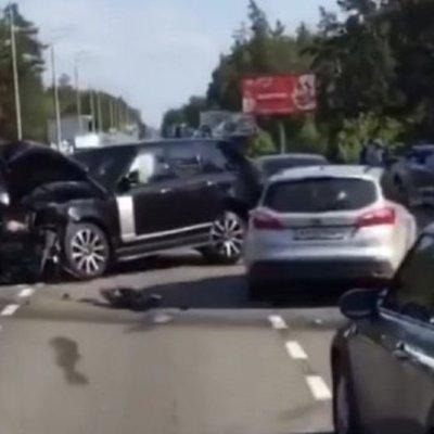 Авария в элитной Конча-Заспе: столкнулись Lexus и Range Rover
