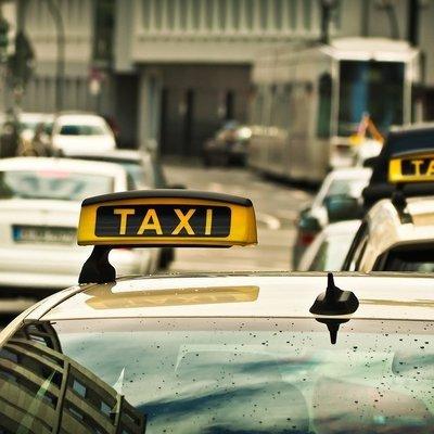 В Киеве взвинтили цены на такси: в чем причина и когда подешевеют