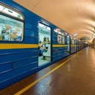 Кличко заявил о готовности к запуску метро и спустился на станцию