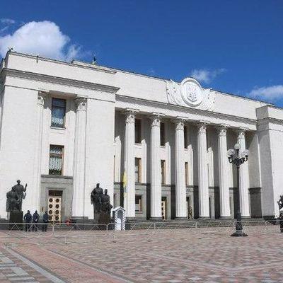 Украинки не смогут раньше выходить на пенсию: Рада отклонила законопроект