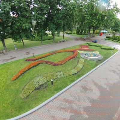 В столичном парке открыли выставку в стиле «Алисы в Стране чудес»