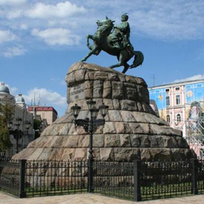 Ко Дню Киева столичные памятники