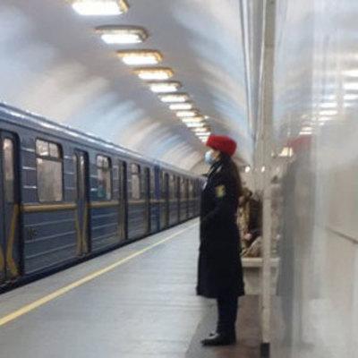В метро Киева вводят новые изменения: тактильные полосы и электронный билет
