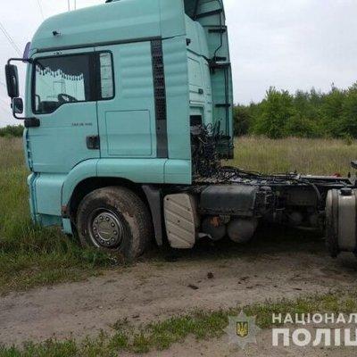 Под Киевом двое детей ночью похитили грузовик и отправились