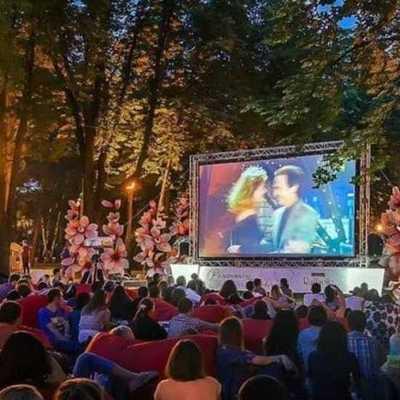 В одном из киевских парков заработал кинотеатр под открытым небом