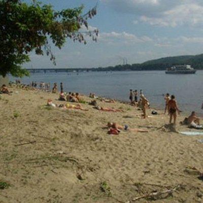 В Киеве люди массово заполонили пляжи в разгар карантина. Видео