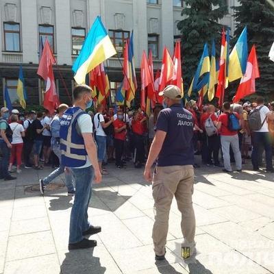 В центре Киева проходят акции протеста: туда стянули силовиков