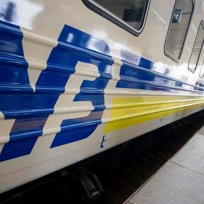 «Укрзализныця» назначила дополнительные поезда на День Конституции: список