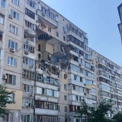 В Киеве произошел взрыв в многоэтажке, повреждено несколько этажей
