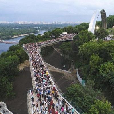 Суд разрешил застройщику построить отель возле «моста Кличко»