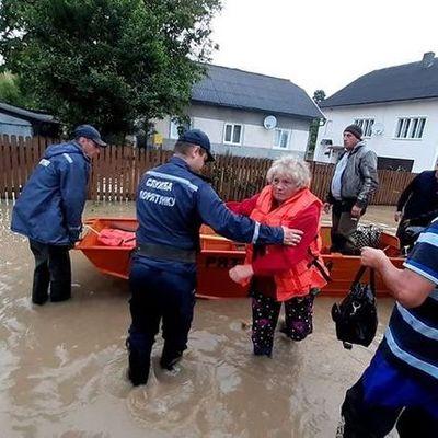 Непогода на Прикарпатье подтопила более 4500 домов и разрушила 90 мостов