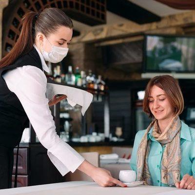 В Киеве разрешили работу кафе, бассейнов и кинотеатров