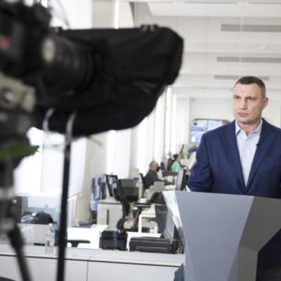 Помощь с документами получили уже 115 жильцов дома на Позняках – Кличко