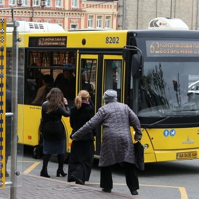 Киев разрешил льготникам проезд по старым удостоверениям до конца года