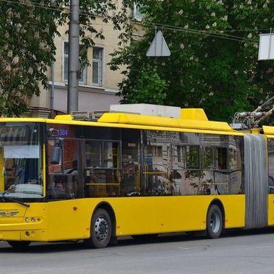 В Киеве водитель трорллейбуса избила пассажира из-за замечания о маске