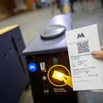 В киевском метро просят установить урны для использованных QR-билетов