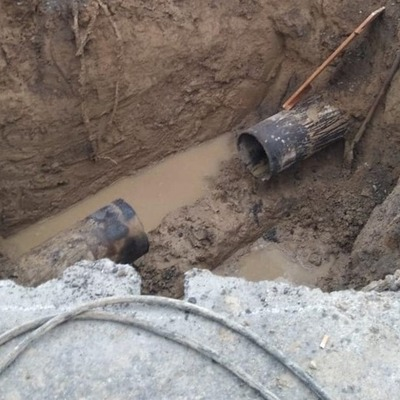 На Соломенке прорвало водопровод — дорожники перекрыли две полосы