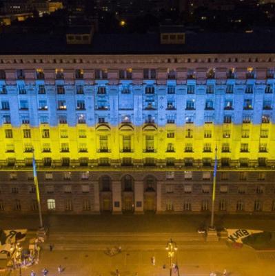Здание КГГА подсветили сине-желтыми цветами (фото)