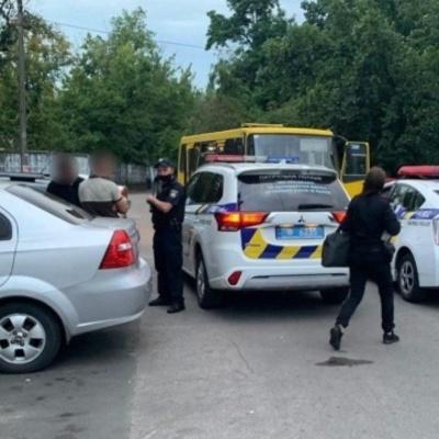 Полиция задержала двух парней, которые угнали маршрутку в Киеве