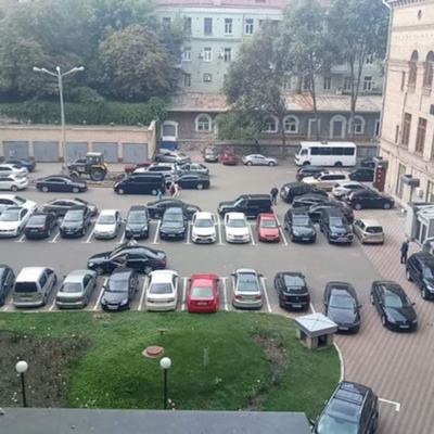 Киевлянам разрешат парковаться во дворе Киевсовета в праздничные и выходные дни, — Прокопив
