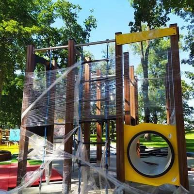 В Мариинском парке всановилы большой игровой площадь