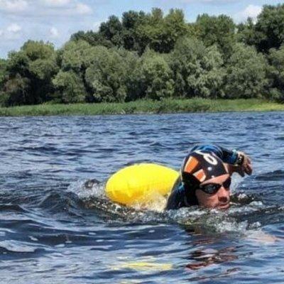 Киевлянин сутки не выходил из воды и побил рекорд: