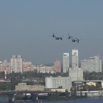 Над столицей пролетели американские военные самолеты