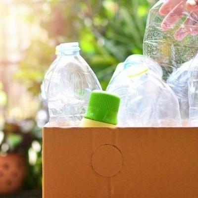 «Україна без сміття» начала принимать бутыли из-под воды и компакт-диски
