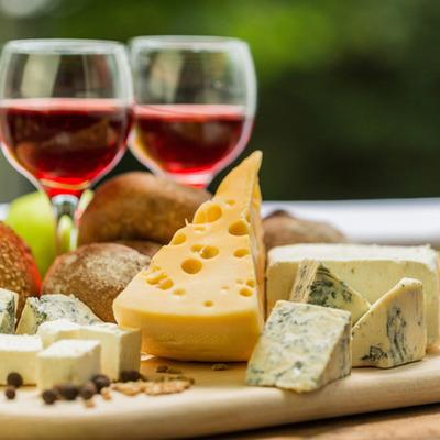 Крафтовые вина, мясо и сыр: в Киеве проведут гастромаркет