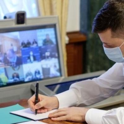Зеленский подписал закон о штрафах за отсутствие маски