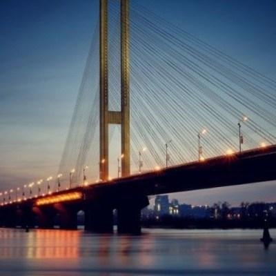 В Киеве в эти выходные ограничат движение на эстакаде Южного моста