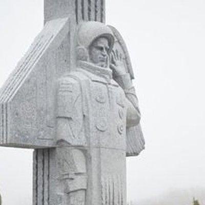 В Киеве открыли памятник космонавту Каденюку