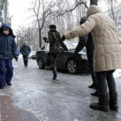 Из-за гололеда в Киеве за выходные травмировались более 1,3 тысяч человек
