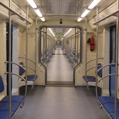 Киевский метрополитен закупит поезда с межвагонным проходом