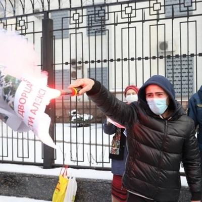 В Киеве произошли стычки возле посольства РФ icon-photo