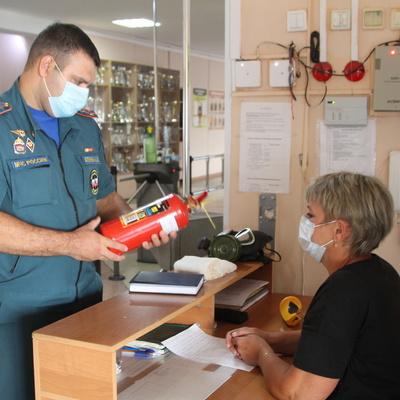 В Киеве спасатели проверяют больницы после пожара в Запорожье
