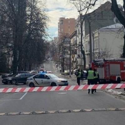 В центре Киева нашли подозрительный предмет: вызвали экстренные службы