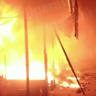 Мощный пожар на столичном продуктовом рынке: появилось видео